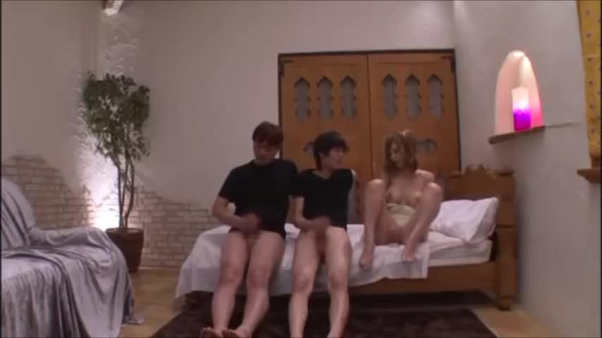 巨乳でハーフ美女な義理の人妻が、自分のエロボディで童貞の息子にセックスを教えちゃう!