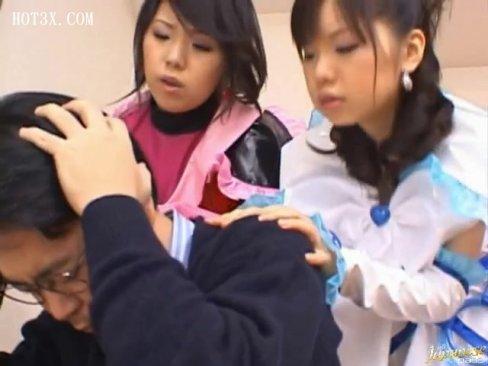 美少女戦士たちが男性教師を助けるためにご奉仕フェラ抜きしちゃう!