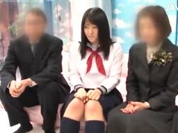 卒業式が終わったばかりの女子高生が、MM号で両親を外で待たしてセックスしちゃう!