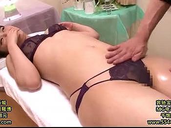 【マッサージ】エロいセクシー下着の人妻が電マで強制的に逝かされちゃう!※綺麗なエロ尻が激エロ!