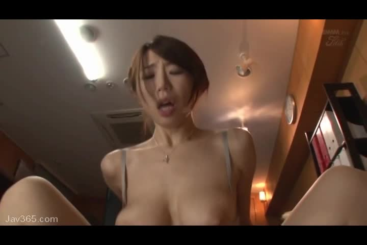 <篠田あゆみ>神乳を揉まれまくって嫌がってる巨乳美女にたっぷりパイ射!