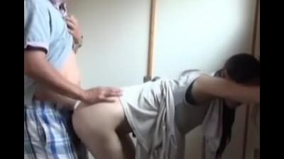 欲求不満な熟年男女のスレンダーな人妻が、W不倫セックス!