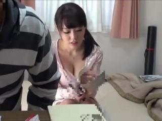 《爆乳家庭教師》現役女子大生の家庭教師が、二人きりになった隙にムリヤリ襲われて、理性破壊して中出しセックスしちゃう!浜崎真緒
