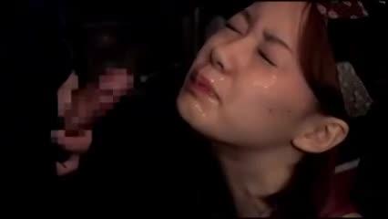 小料理屋のパートの人妻が、店内で酔っ払って寝ている客の横で全裸にされて声我慢しながら中出しパコされちゃう!