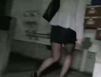 タイトスカートの美脚OLが帰宅の後をつけられ、二人の男にパンスト破られガチレイプで中出しされちゃった!